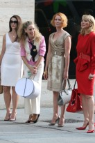 Kristin-Davis-Sarah-Jessica-Parker-Cynthia-Nixon-and-Kim-Cattrall-outside-Tiffanys