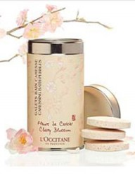 L'Occitane Cherry Blossom Caressing Bath Pebbles