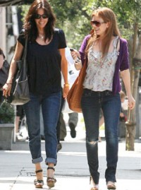 Isla-Fisher-and Courteney Cox-Celebrity Photos-Celebrity News