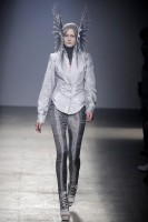 Gareth Pugh Spring/Summer 2010 - Paris Fashion Week - Marie Claire