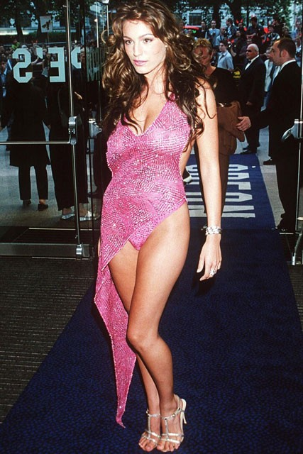 Kelly Brook: 50 Worst Dresses of the Decade