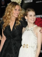 Julia Roberts and Emma Roberts at the Valentine's Day premiere