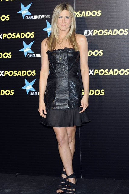 Jennifer Aniston loves Valentino minidresses - Bounty Hunter premiere - Fashion - Marie Claire