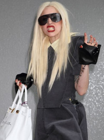 Lady Gaga sciribbles fan message on her Hermes Birkin - Japan, graffiti, arm, writes, tattoo - Celeb news - Marie Claire
