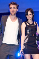 Robert Pattinson and Kristen Stewart - Twilight stars red carpet style - Marie Claire