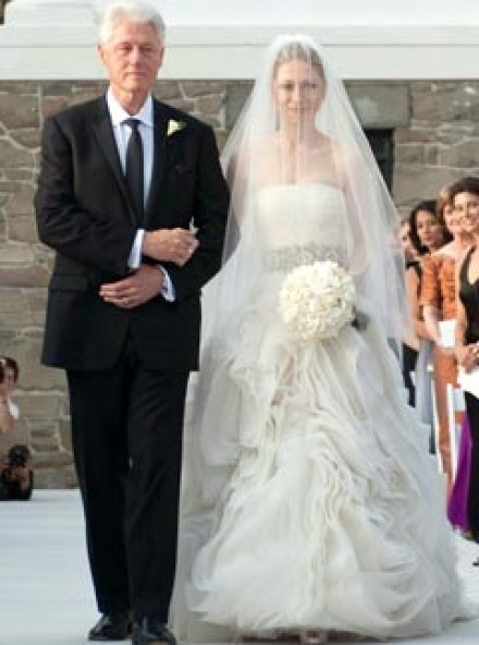 revealed chelsea clinton 39 s two vera wang wedding dresses