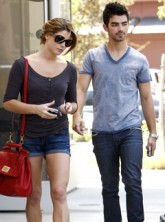 Spotted! Ashley Greene and Joe Jonas on a daytime date - Pics, pictures, LA, Hollywood, dating, couple, romance, coffee, shop, celebrity, Twilight, Jonas Brothers, news, Marie Claire