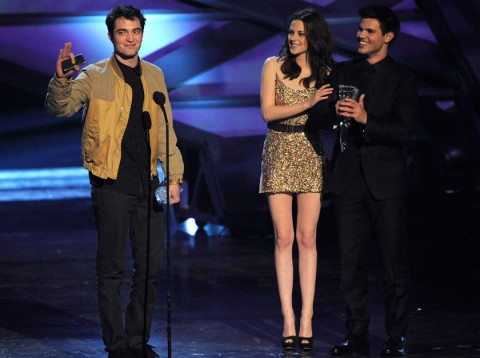 Robert-Pattinson-Taylor-Swift-and-Kristen-Stewart-People&#039;s Choice Awards 2011-Celebrity Photos-5 January 2011