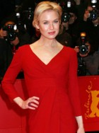 Renee Zellweger - Renee Zellweger drops out of the Golden Globes to comfort Bradley Cooper - Bradley Cooper - Renee Zellweger Bradley Cooper - Golden Globes - Celebrity News - Marie Clarie - Marie Claire UK
