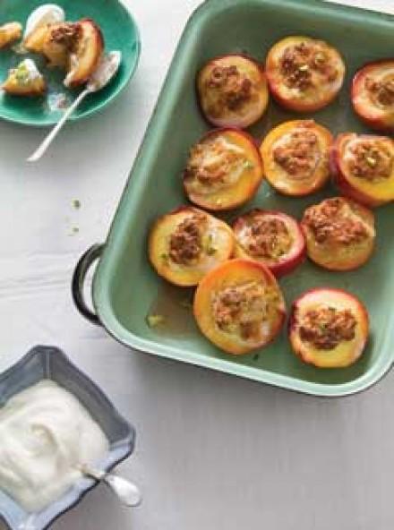 Baked amaretti meringue peaches