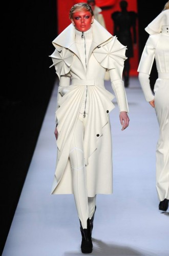 Viktor & Rolf Autumn Winter 2011 Catwalk Photos