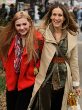 Sarah Jessica Parker and Abigail Breslin on the set of New Year's Eve