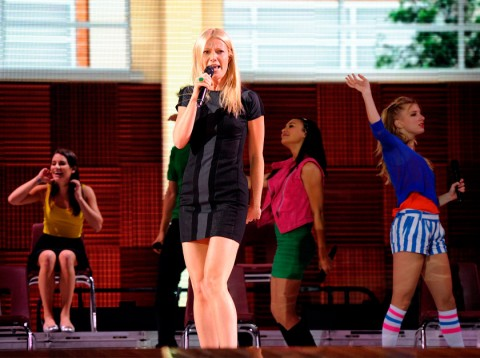 Gwyneth Paltrow's surprise guest performance with Glee cast