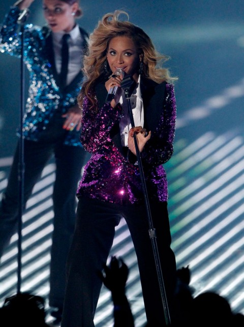 Beyonce performing at the MTV Video Music Awards 2011