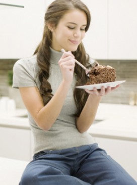 Woman eating cake (LP)