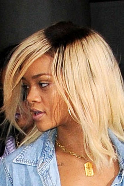 Rihanna wears blonde hair with dark roots - beauty news - celebrity gossip