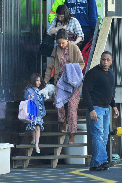 Katie Holmes &amp; Suri Cruise - Katie Holmes &amp; Suri Cruise head out of New York by Helicopter - Katie Homles - Suri Cruise - Marie Claire - Marie Claire Uk