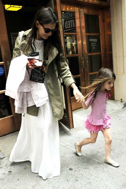 Suri Cruise, Katie Holmes, Katie Holmes daughter, Suri Cruise and Katie Holmes, Tom Cruise, Tom Cruise daughter, Suri Cruise fashion, Suri Cruise style, Suri Cruise pictures, Suri Cruise birthday, Suri Cruise photographs, Tom Cruise and Katie Holmes,celeb