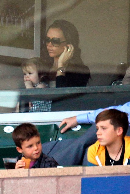Victoria Beckham & Harper Beckham's family day out