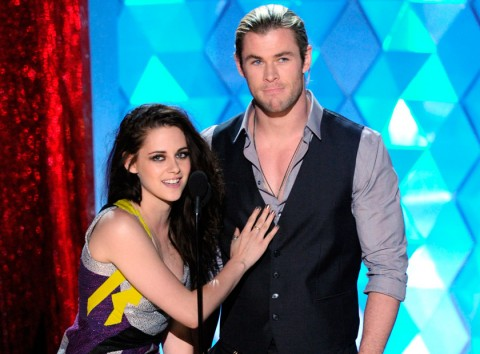 Kristen Stewart & Chris Hemsworth at the MTV Movie Awards 2012