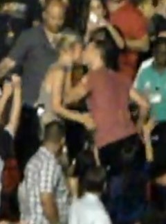 Gwyneth Paltrow and Chris Martin kiss