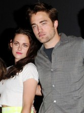 Robert Pattinson and Kristen Stewart joins the Twilight Breaking Dawn cast at Comic-Con