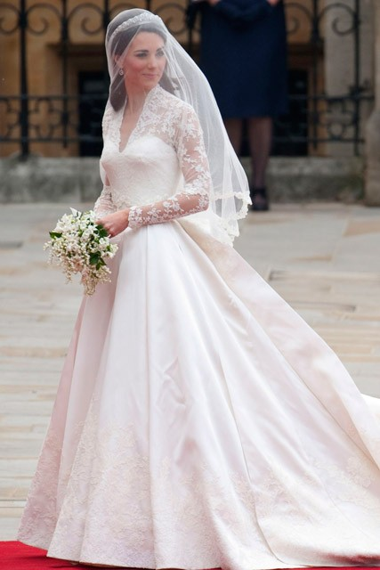 Kate Middleton's wedding dress causes controversy