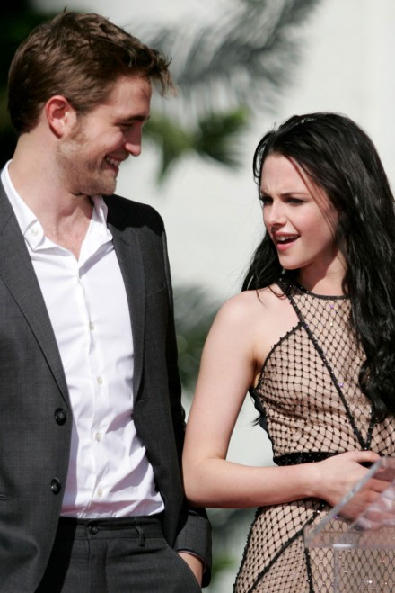 R bella and edward dating in real life