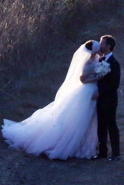 Anne Hathaway and Adam Shulman wedding