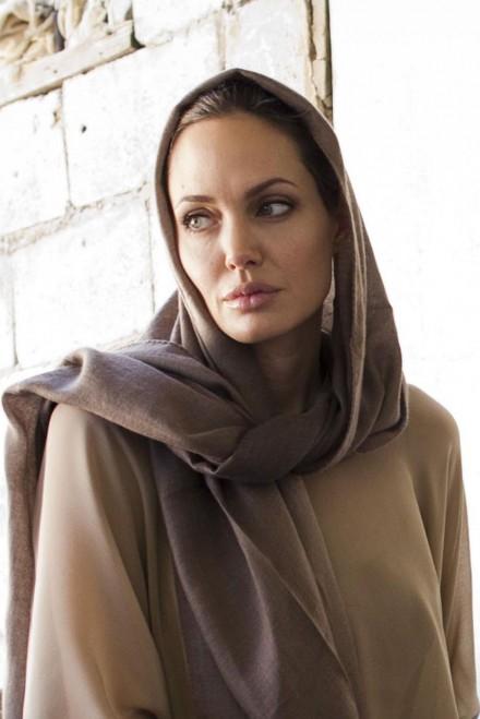 Imagini pentru Angelina Jolie
