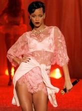 Rihanna Victoria's Secret show