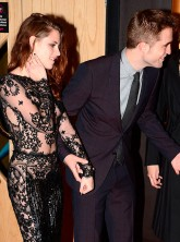 Robert Pattinson and Kristen Stewart's PDA at Breaking Dawn Part 2 premiere in London