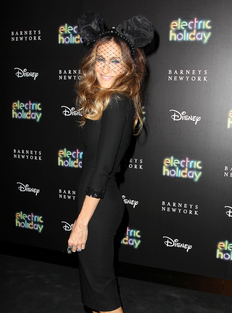 Sarah Jessica Parker channels Mickey Mouse at the Barneys ...