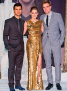 Robert Pattinson, Kristen Stewart and Taylor Lautner at the Twilight Breaking Dawn premiere