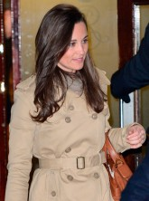 Pippa Middleton visits Kate Middleton in hospital