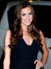Girls star Allison Williams is the new face of Simple Skincare