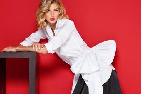 The cws crisp white shirt as signature piece for Carolina herrera white shirt collection