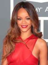 Rihanna joins forces with MAC