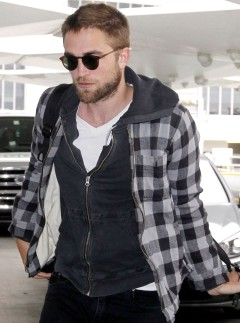 Robert Pattinson returns to LA