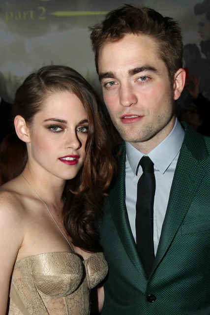 is bella and edward dating in real life 2013 Isabella marie bella swan (later bella cullen) was modelled after meyer's real life move from high edward and bella are finally free to live their lives in.