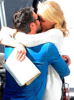 Cameron Diaz hugging Taylor Kinney on set
