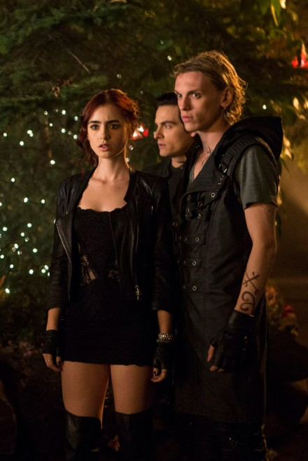 is jamie campbell bower dating lily collins Lily collins and jamie campbell bower seem to be together again after leaving comments on one another's instagram feeds.