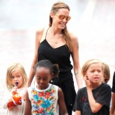 Angelina Jolie takes her children to Sydney Aquarium