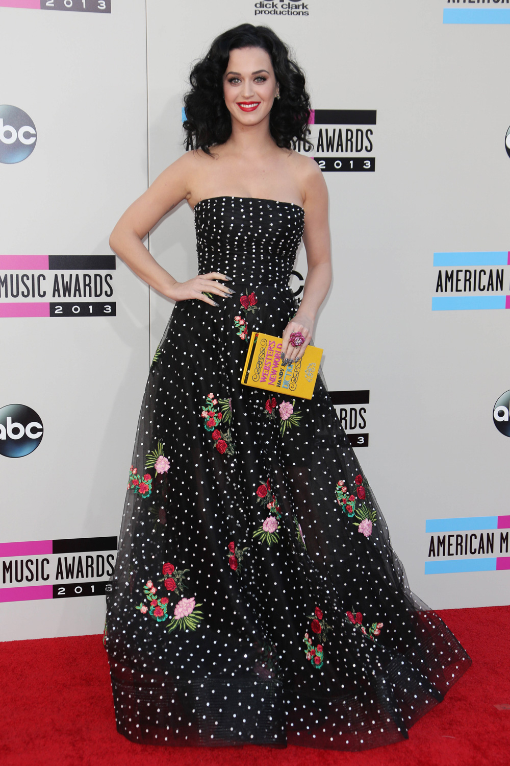 The American Music Awards: All The Must-See Outfits