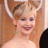 Twitter responds to Jennifer Lawrence's Golden Globes gown