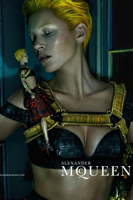 Kate Moss looks unrecognisable for <b>Alexander McQueen</b> - kate-moss-alexander-mcqueen-garticle-1