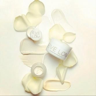 moisturising cream smear