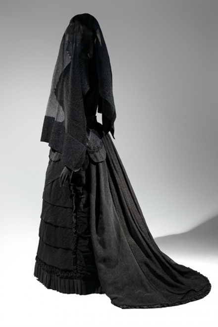 Death Becomes Her: A Century of Mourning Attire MET exhibition
