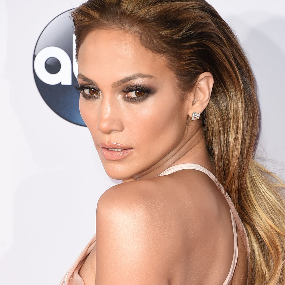 See Jennifer Lopez Flash Incredible Abs On The American