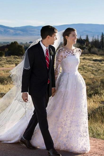 http://marieclaire.media.ipcdigital.co.uk/11116/00008b2de/ab5a_orh100000w440/allison-williams-wedding-dress-alison-williams-wedding-dress-G1.jpg